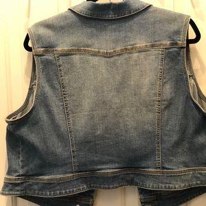 Sleeveless soft jean jacket